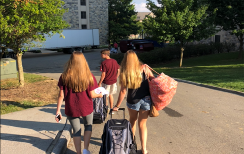 A former Battlefield student moving into her dorm at Virginia Tech with the help of her siblings.  Photo by Karen Millerson