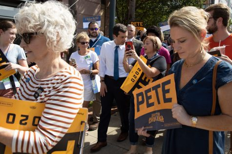 Buttigieg supporters holding signs. Picture courtesy of Google Images via Creative Commons